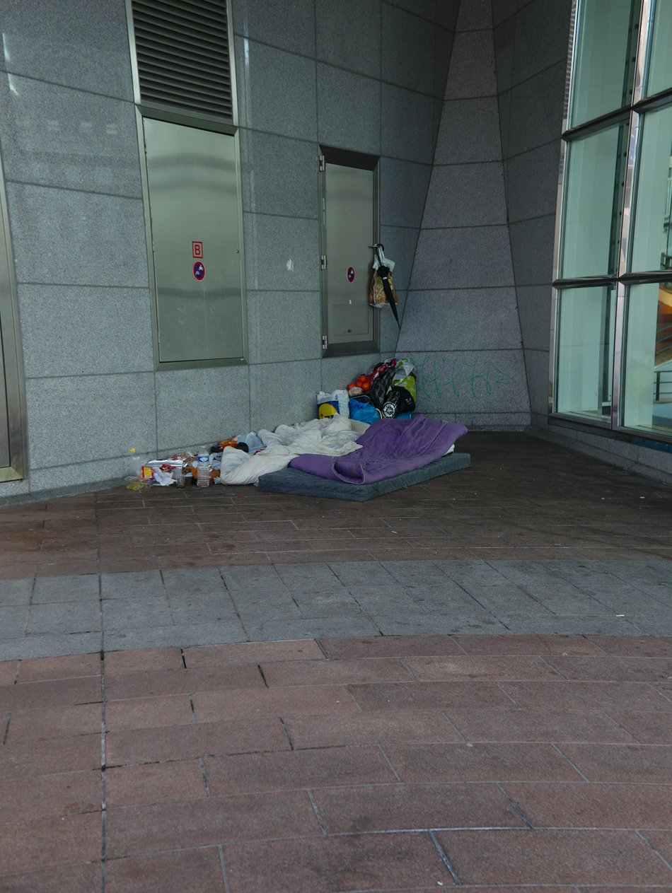 Homeless person on the doorstep of the European Parliament